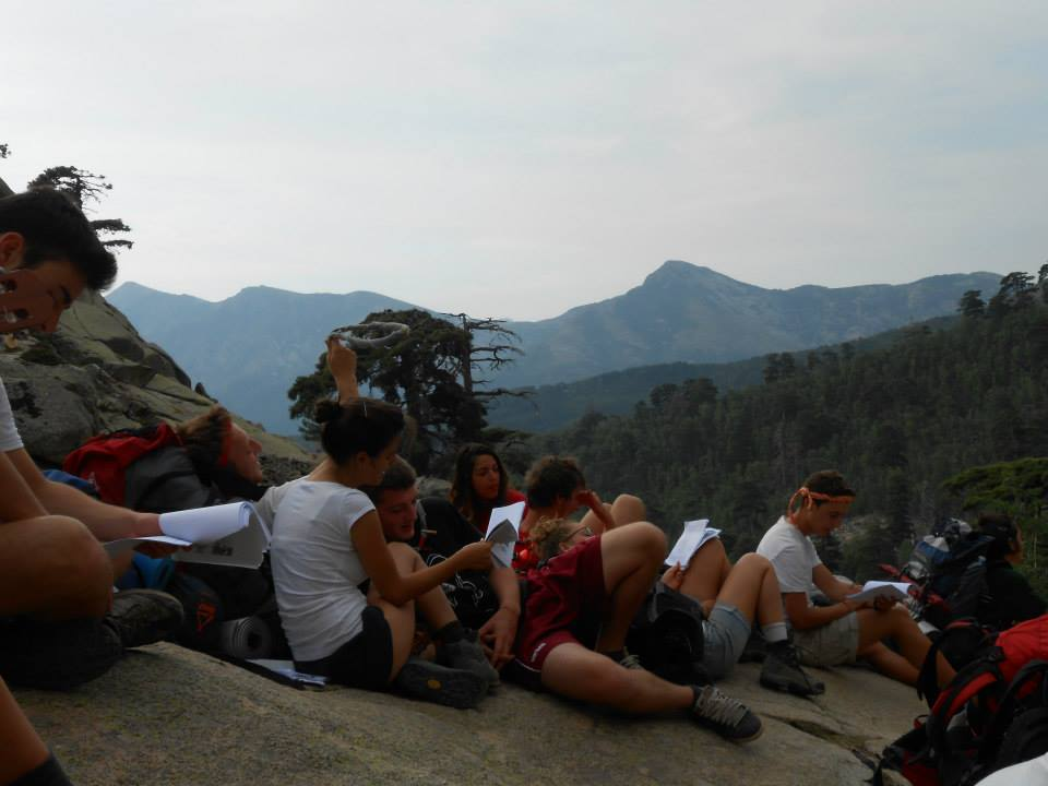 Route Corsica 2013 - Gruppo seduto sul mondo